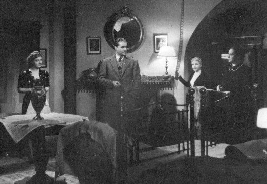 A scene from Apparizione (Dir. Jean de Limur, 1943), in which a car breakdown drives the plot. Photo: Wikimedia Commons